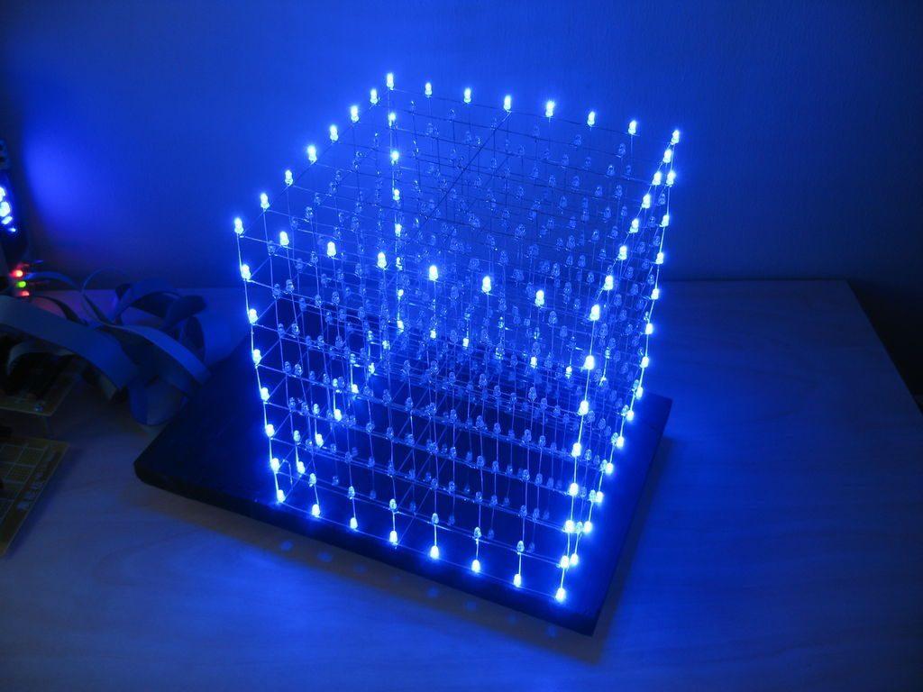 Светящийся куб на 512 светодиодов