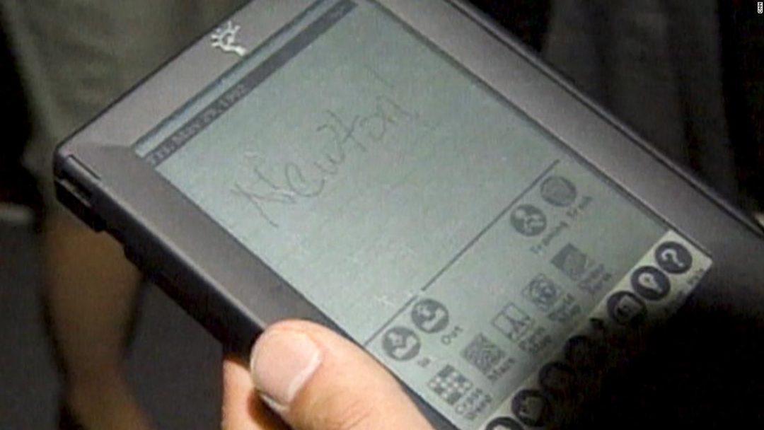 Первый планшет Apple, который вышел в 1992 году