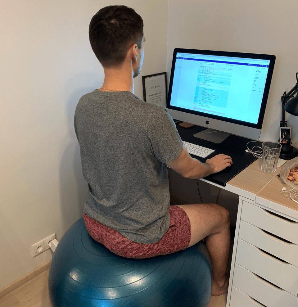 Самоорганизация: по совету массажиста дома чередую фитбол и кресло